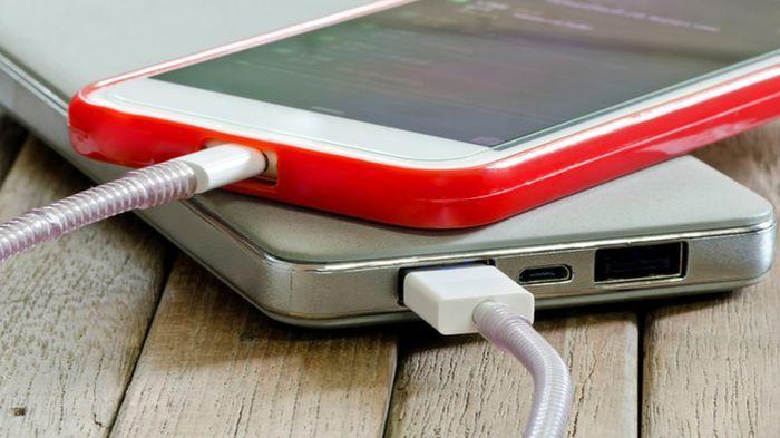 Stop 4 Kebiasaan Buruk Perusak Baterai Smartphone