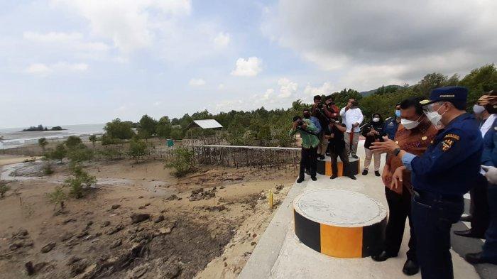 Kunjungan Menteri Perhubungan Republik Indonesia, Budi Karya Sumadi meninjau dua proyek Bandara Raja Haji Abdillah dan Pelabuhan Malarko di Kabupaten Karimun, Provinsi Kepri.