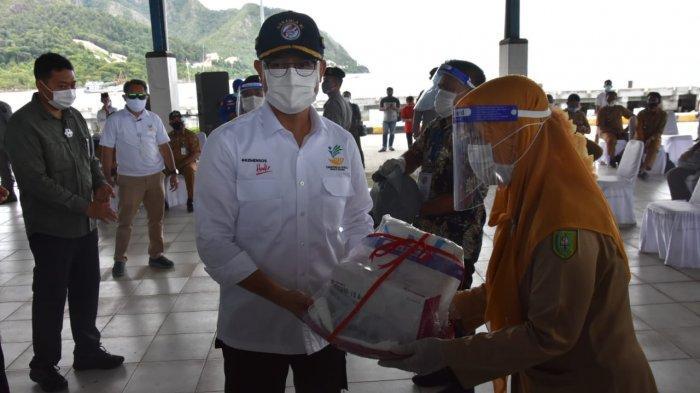 Ke Natuna, Mensos Pantau Langsung Pembagian Bansos di Perbatasan Indonesia - China