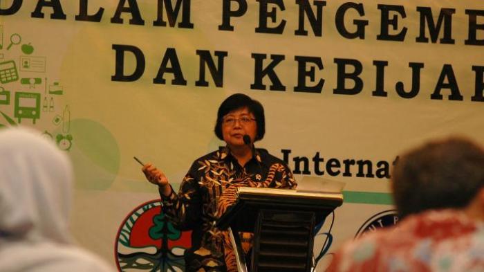 Menteri Lingkungan Hidup dan Kehutanan (LHK) Siti Nurbaya saat menghadiri Lokakarya Nasional Pengarusutamaan Isu Perubahan Iklim di IPB International Convention Center, Bogor, Jawa Barat, Selasa (10/5/2016).