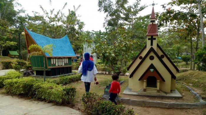 Masuk Tempat Wisata Ini Gratis dan Bisa Mengenal Miniatur 31 Rumah Adat