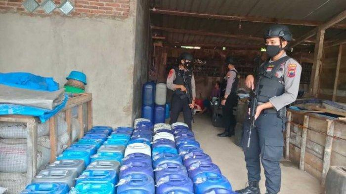Produksi Miras, Polisi Gerebek Rumah Berisi Ratusan Liter Ciu dan Tuak di Banyumas