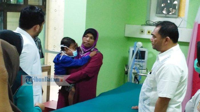 Aldi, Bocah Miskin Penderita Tumor Ganas Tiba di RSUD. Wakil Ketua DPRD Karimun Langsung Mendampingi