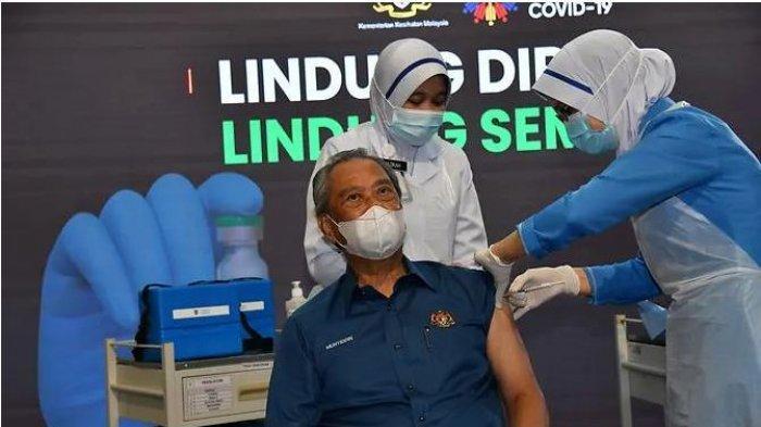PM Malaysia Muhyiddin Yassin Menerima Dosis Pertama Vaksin Covid-19