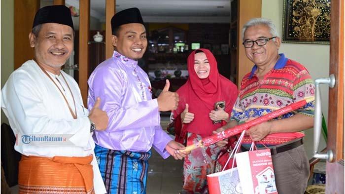 Peringati Harpelnas, GM Witel Rikep Langsung Kunjungi Rumah Pelanggan Loyal Telkom