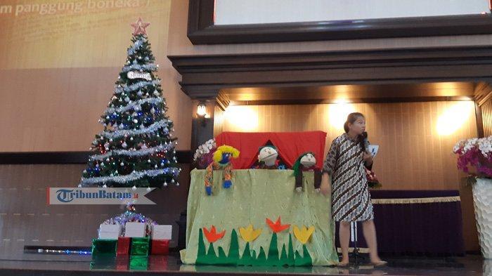 Ramaikan Natal Dengan Panggung Boneka di Sekolah Minggu HKBP Batam Center