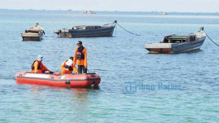 Basarnas Dibantu Warga Turun ke Laut, Cari Nelayan Karimun yang Dikabarkan Hilang