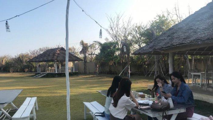 Restoran Bintan Beach Club Persembahkan Pemandangan Laut Lepas, Bisa Bersantai Sembari Makan Pizza