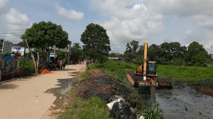 Saluran Drainase di Batuaji Sagulung Mendangkal, Warga Khawatirkan Jika Hujan Turun Bisa Banjir