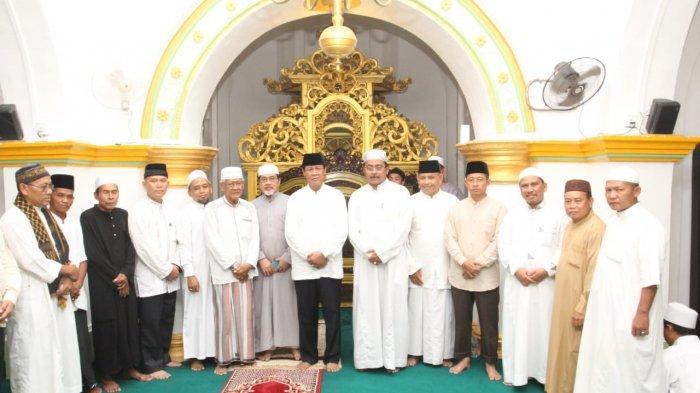 Nurdin dan Isdianto Awali Safari Ramadan Di Pulau Penyengat