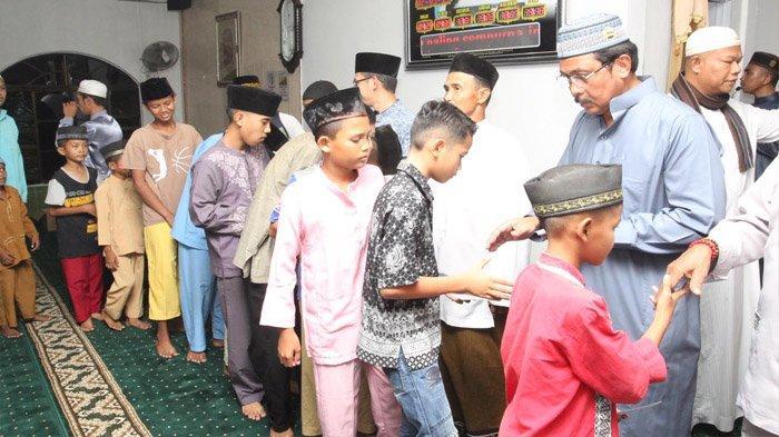 Ramadhan Momen yang Tepat Mengisi Kegiatan Keagamaan, Nurdin Tarawih di Masjid Agung Al Hikmah
