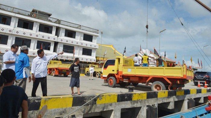 Sebelum Bertemu Menteri Perhubungan, Gubernur Mendadak Cek Bongkar Muat di Pelabuhan Pelantar