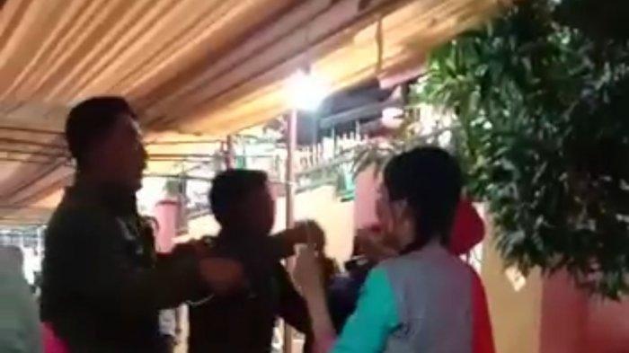 Video sejumlah oknum Satpol PP joget-joget di sebuah pesta pernikahan viral di media sosial diduga tanpa protokol kesehatan.