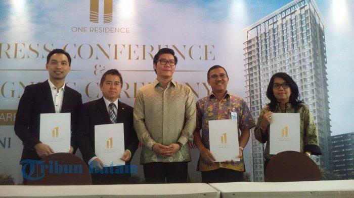 PT Indonesia Paradise Property Tbk (INPP) melalui anak perusahaan PT Retzan Indonusa selaku pemilik One Residence Batam Centre, menandatangani kerjasama dengan Bank BNI, Bank UOB Indonesia, Bank China Construction Bank Indonesia (CCB), dan PT Jones Lang LaSalle (JLL), Selasa (21/3/2017).