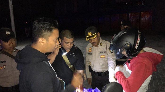 Periksa Barang Bawaan Pengendara Bermotor, Polisi Pilih 3 Lokasi di Karimun untuk Cipta Kondisi