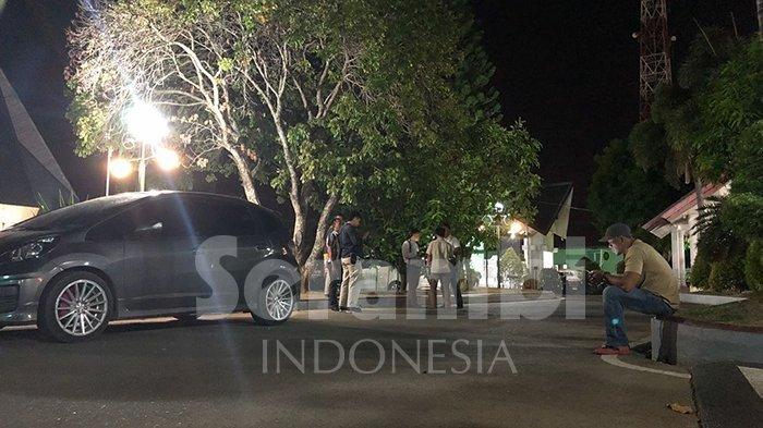 OTT KPK di Aceh, Petugas Bersenjata Lengkap Jaga Ketat Kantor Bupati Bener Meriah