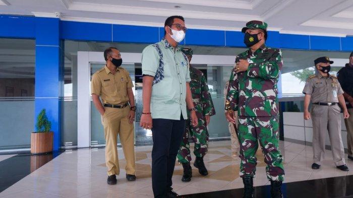 Pangkogabwilhan I Laksamana Madya TNI I Nyoman Gede Ariawan berjumpa Bupati Bintan, Apri Sujadi bahas wilayah perbatasan di Bintan, Selasa (2/2).