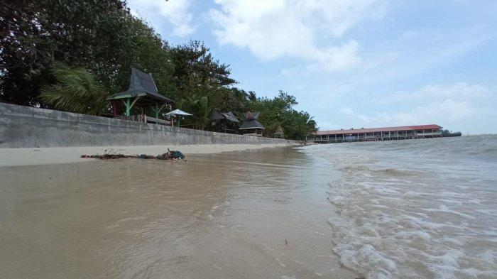 Suasana Pantai Lagorap