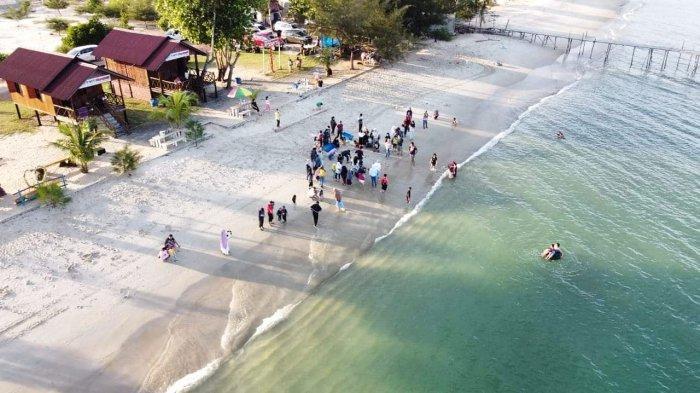 Pantai Marqyez ini terletak di Desa Lanjut, Lingga