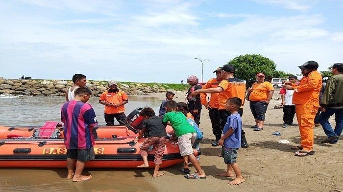 Pelajar SMP Tewas Digulung Ombak Pantai Padang saat Berenang Dengan Teman-temannya