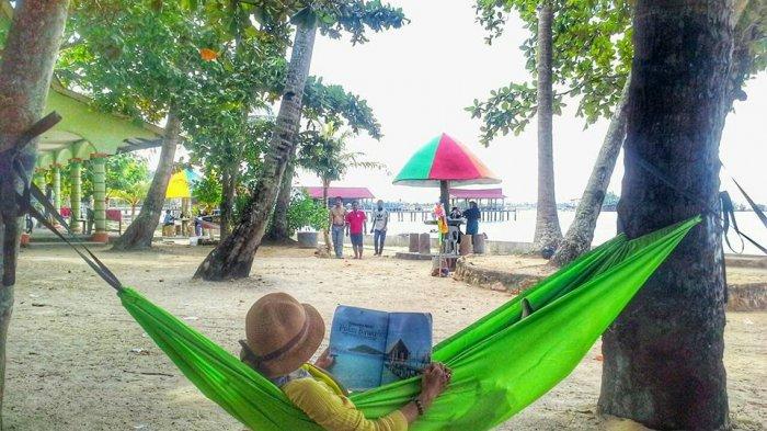 Bersantai di Pantai Payung Nongsa, Pantai Kekinian yang Ada di Batam
