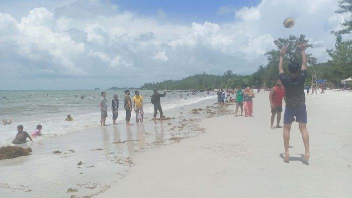 PANTAI REVIOLA - Suasana terkini di pantai Reviola, Barelang. Minggu, (1/11/2020).