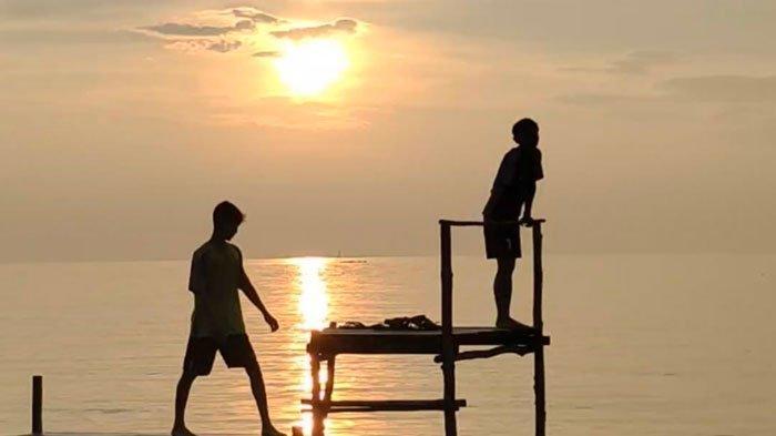 WISATA DI LINGGA - Pantai Sunset di Kampung Pane, Desa Sungai Buluh, Kecamatan Singkep Barat, Kabupaten Lingga, Provinsi Kepri.