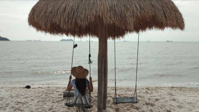 WISATA - Melihat keindahan pemandangan Pantai Vio Vio di tengah pandemi Covid-19. Perhatikan protokol kesehatannya.