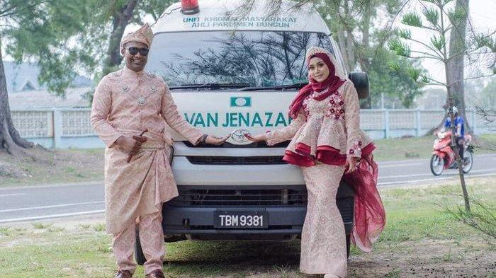 Viral, Mobil Jenazah Jadi Latar Belakang Foto Pengantin Asal Malaysia, Begini Ceritanya