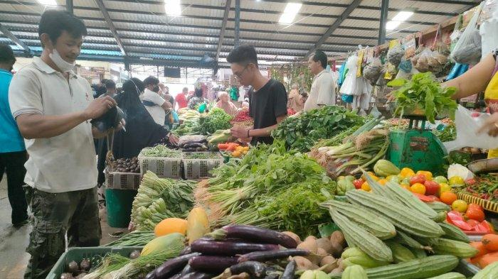 Harga Bayam di Pasar Bintan Center Tanjungpinang Naik saat Akhir Pekan