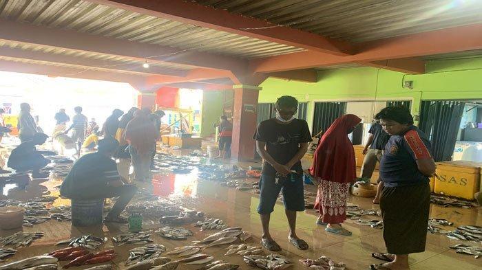 Ikan Tongkol Melimpah di Pasar Ikan Tarempa Anambas, 3 Ekor Rp 20 Ribu
