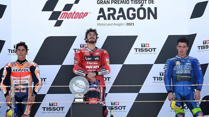Hasil MotoGP Aragon 2021 - Pebalap Italia Francesco Bagnaia (tengah) juara MotoGP Aragon di Spanyol, disusul pebalap Spanyol Marc Marquez (Honda/kiri) dan pebalap Spanyol Joan Mir (Suzuki/kanan), Minggu (12/9/2021).