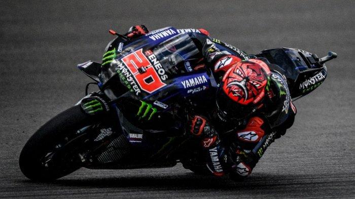 Pebalap Monster Energy Yamaha asal Prancis, Fabio Quartararo saat menjalani kualifikasi MotoGP Portugal di Algarve International Circuit, Portimao, Portugal, 17 April 2021.