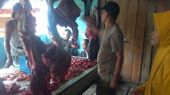 pedagang-daging-segar-di-pasar-tradisional-ranai-natuna_20150617_165857.jpg
