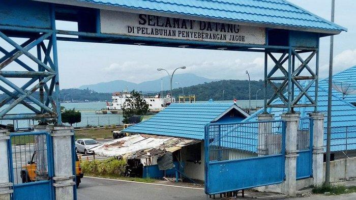 Pelabuhan Roro Jagoh, Kecamatan Singkep Barat, Kabupaten Lingga, Provinsi Kepri, Minggu (7/2/2021).