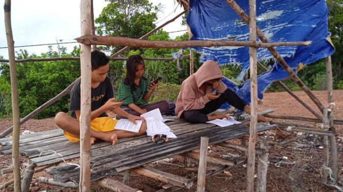 Pelajar Desa di Lingga Terabas Hutan Demi Belajar Daring, Kadisdik: Bisa PTM Terbatas