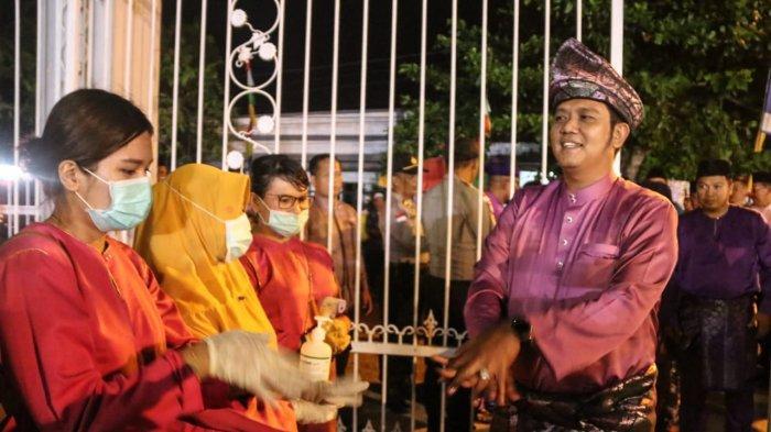 Bupati Bintan Apri Sujadi saat menjalani pengecekan suhu pada MTQ Bintan tahun lalu.
