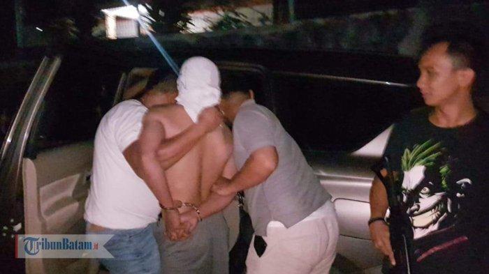 BREAKINGNEWS. Pelaku Pembunuhan Fitri Ditangkap di Bengkong Permai, Polisi Terpaksa Lepas Tembakan