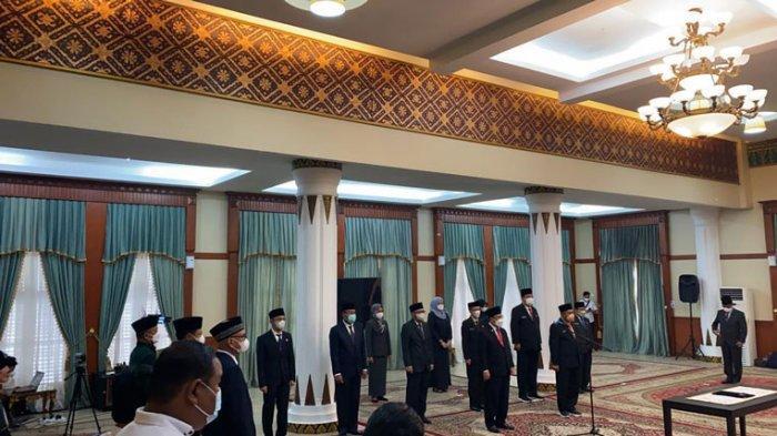Suasana pelantikan dua pejabat eselon dua Pemprov Kepri oleh Gubernur Ansar Ahmad, Rabu (23/6/2021)