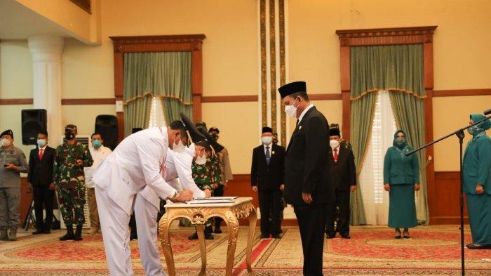 Pelantikan Wali Kota dan Wakil Wali Kota Batam, Muhammad Rudi dan Amsakar Achmad periode 2021-2024. Keduanya dilantik Gubernur Kepri Ansar Ahmad di Gedung Daerah Kepri Tanjungpinang, Senin (15/3/2021) pagi.