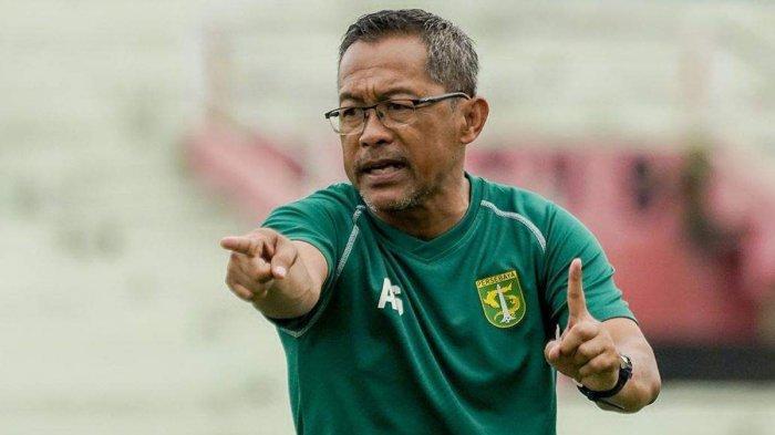 LIGA 1 2020 - Persebaya Belum Menang di Liga 1 2020, Aji Santoso Enggan Salahkan Bek Baju Ijo
