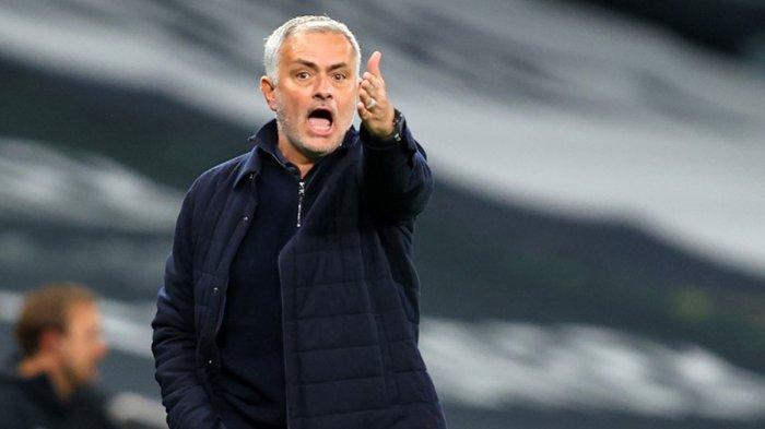 Dibuang Tottenham Hotspur, Jose Mourinho Resmi Berlabuh ke AS Roma