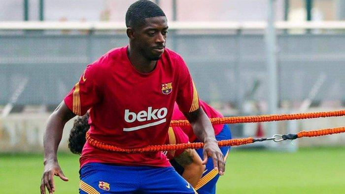 Pemain Barcelona asal Perancis Ousmane Dembele menjalani latihan