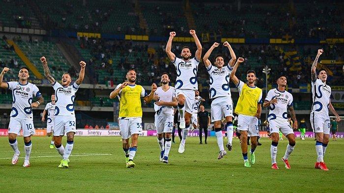 Pemain Inter Milan melakukan selebrasi setelah kalahkan Hellas Verona di pekan 2 Liga Italia 2021-2022.
