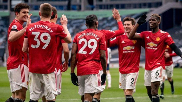 Pemain Manchester United melakukan selebrasi