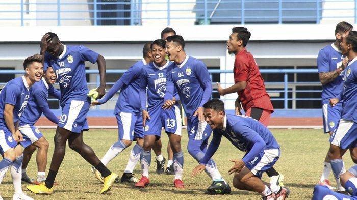 Persib vs Madura United - 2 Pesaing Kalah, Persib Bandung Aman di Puncak Klasemen. PSM Mendekat