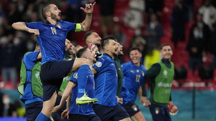 Pemain Timnas Italia melakukan selebrasi setelah mengalahkan Austria 2-1 di babak 16 besar EURO 2020 ( Piala Eropa 2020) Sabtu (26/6/2021).
