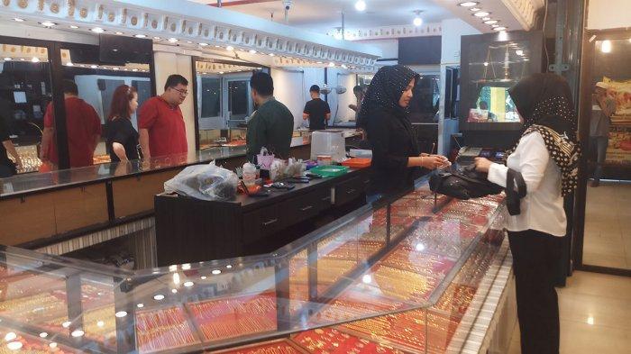 Jelang Ramadan, Transaksi di Toko Emas Batam Didominasi Aksi Jual Emas