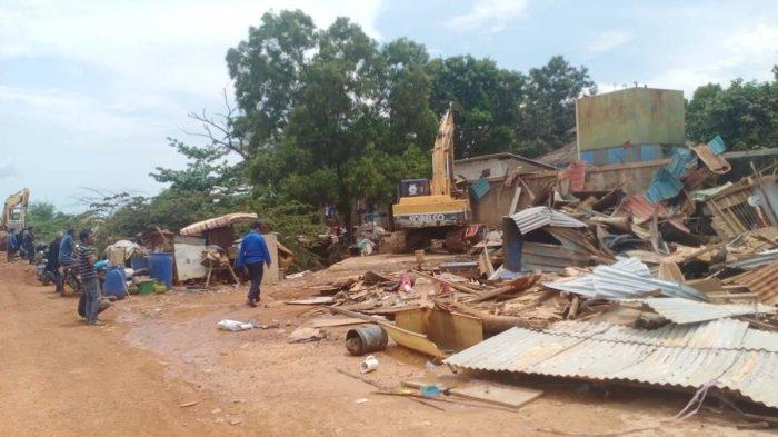 Foto pembongkaran puluhan rumah dekat Pelabuhan Batu Ampar Batam, Rabu (5/5/2021).
