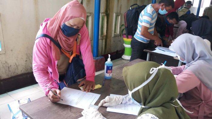 Cegah Penyebaran Covid-19, Petugas Perketat Pengawasan di Pelabuhan Domestik Tanjungbalai Karimun